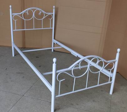 SHELBY Single and double sized bed in white or black powder coating